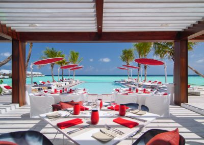 Mettre-a-table-referenties-Lux-resort-malediven-BeachRouge_Deck